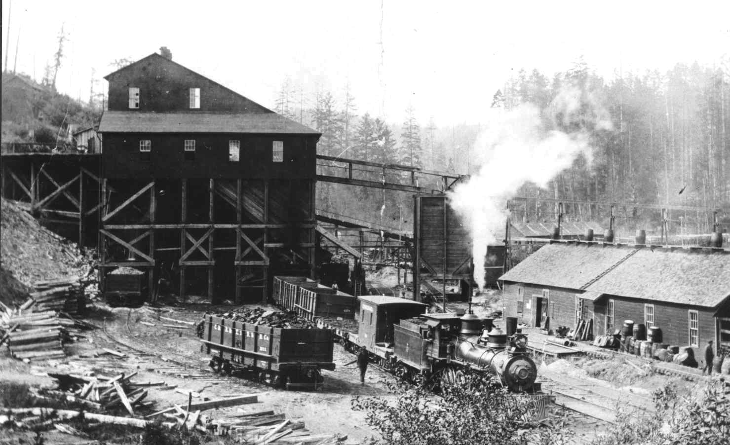 Coal bunker in Bunker Hill, south of Coos Bay, in 1908 (WR Photo)