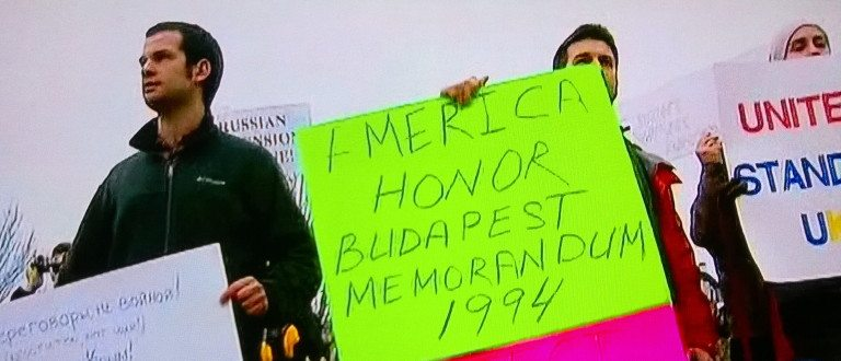 Ukranian protesters calling for America to honor Budapest Memorandum (photo: Fox News)